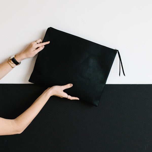 grande zippy clutch | black
