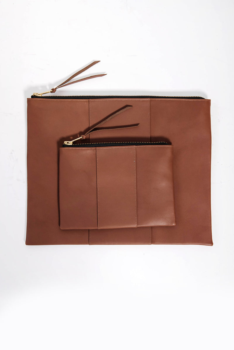 james petite panel zippy clutch | cognac