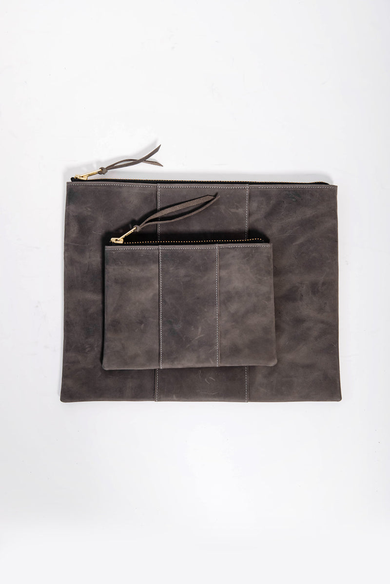 james petite panel zippy clutch | grey