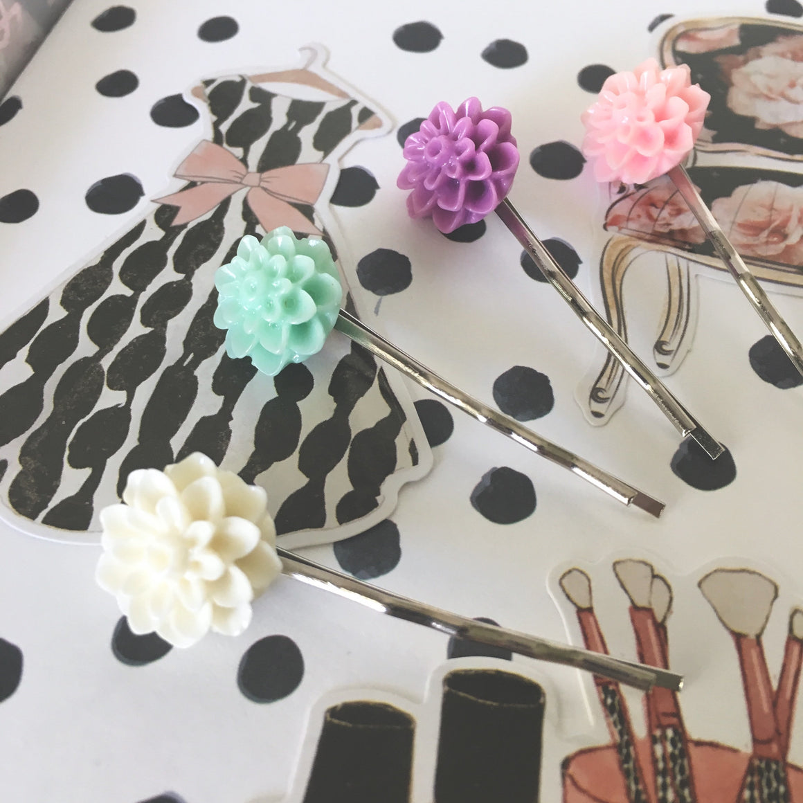 Lovely Vintage Dahlia Page Clip