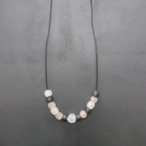 Soothe Me Necklace pale