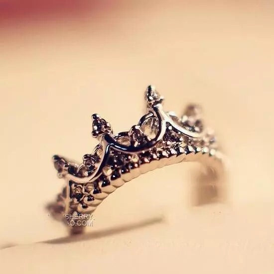 Crown Your Finger with this Elegant Ring , Crowned Shaped