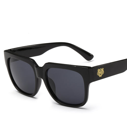 Square Keyhole Bridge Studded Laid Back Sunglasses - Mix Colors
