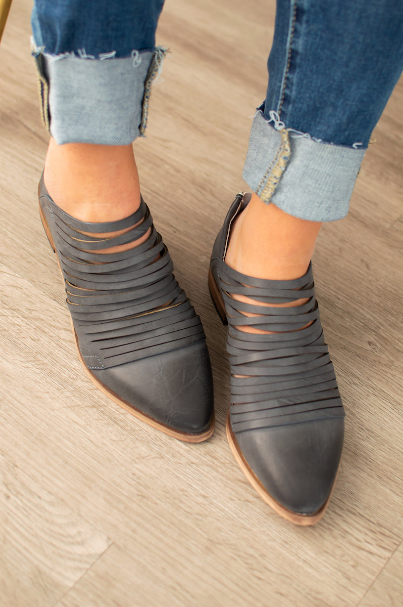 Dawson Shredded Flats | Distressed Black - MOB Fashion Boutique