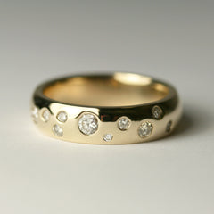 flush-set-yellow-gold-diamond-band