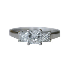 princess-cut-diamond-engagement-ring