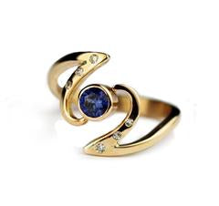 twisted-yellow-gold-ring-sapphire