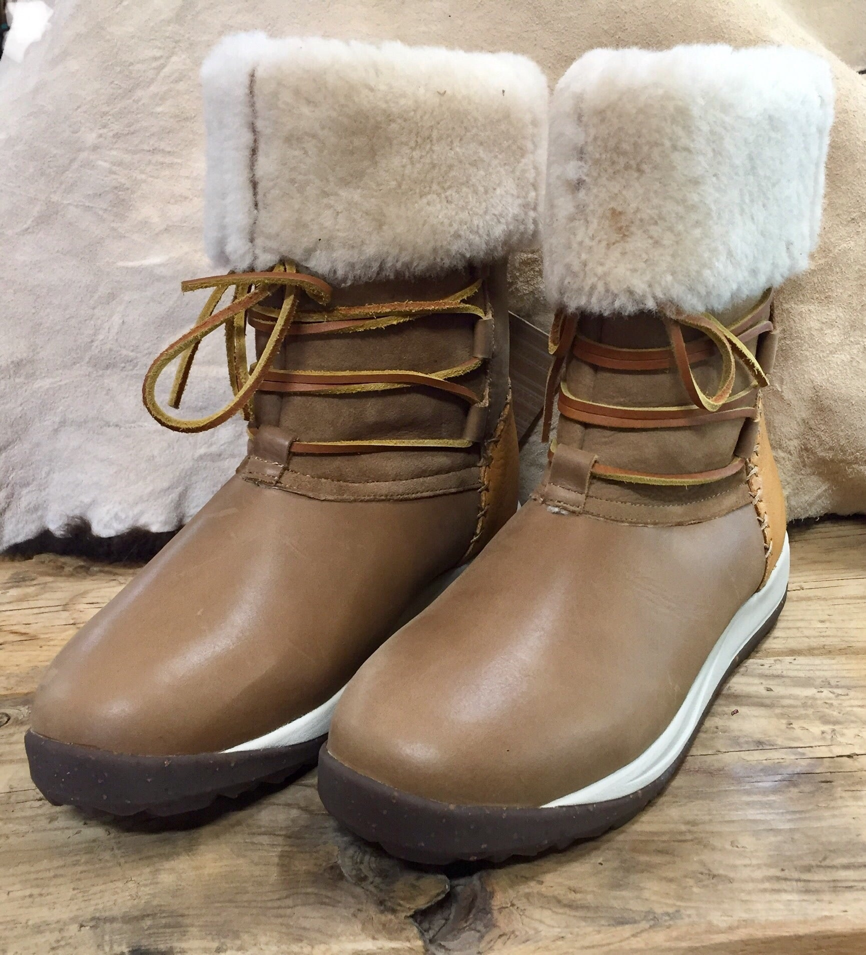 "SALE SALE - ULU - Further Price Reduction.  Ladies ""Raven"" winter/snow/storm/everyday boot - JUST $65."