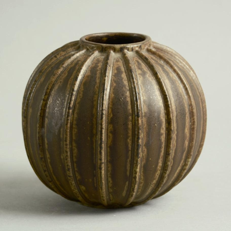 Brown ribbed vase by Arne Bang