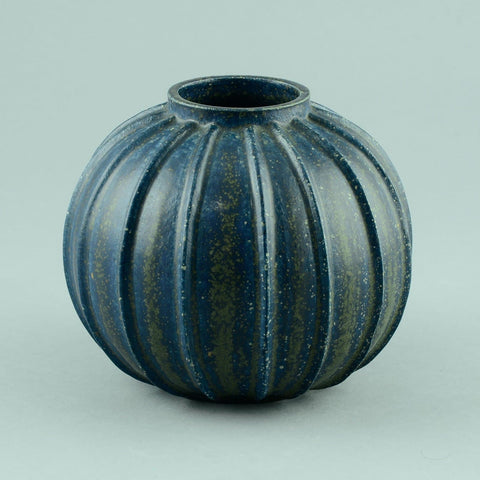 Arne Bang, Denmark, round ribbed vase with blue crystalline glaze D6045