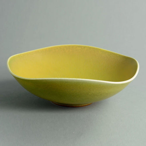 Unique stoneware bowl with yellow haresfur glaze by Berndt Friberg A1493