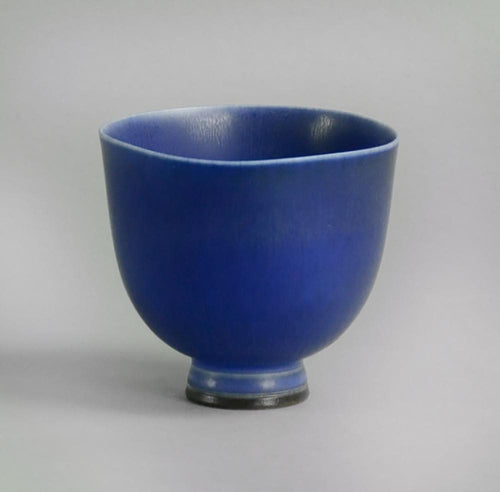 Unique stoneware footed bowl by Berndt Friberg B3046