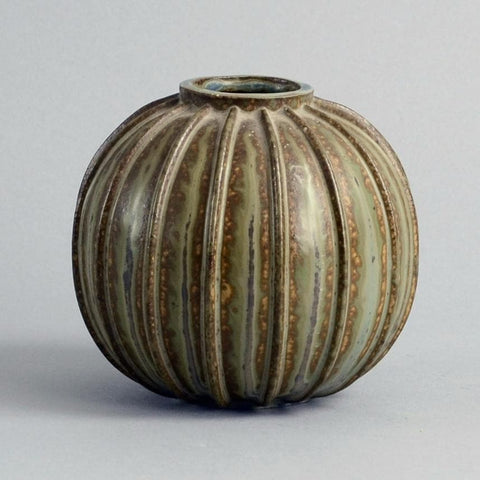 Stoneware ribbed vase with brown and green glaze by Arne Bang