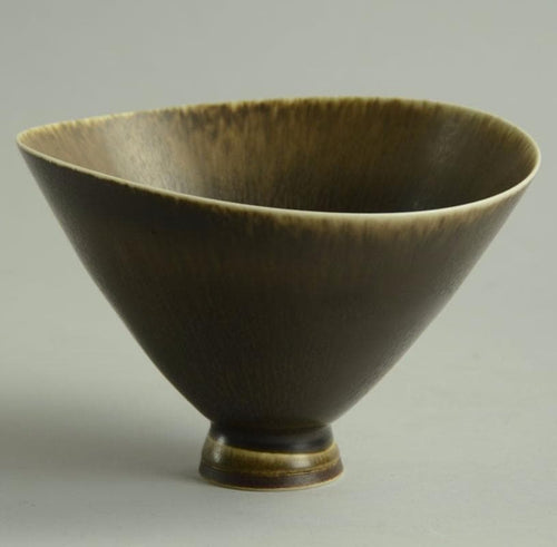 Unique stoneware bowl with brown glaze by Berndt Friberg B3049