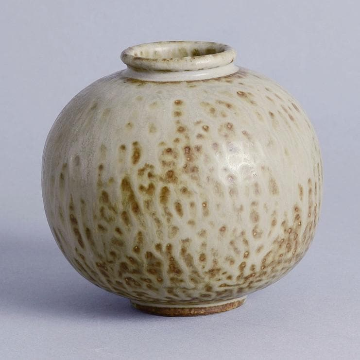 Round vase with matte beige and light brown glaze by Arne Bang