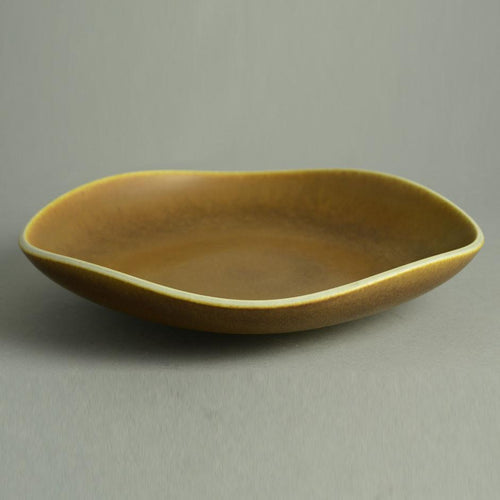 Unique stoneware bowl with golden brown glaze by Berndt Friberg N9700