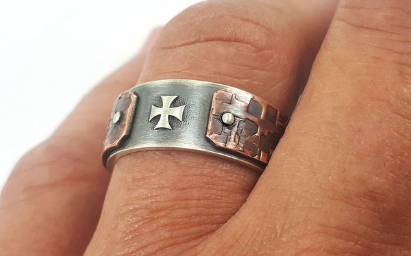 Unique men cross ring