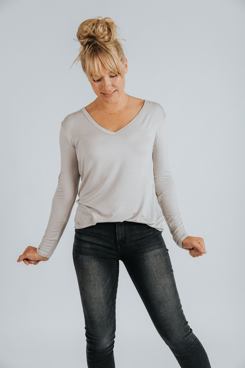 Long Sleeve V-Neck Tee in Alpaca - Nell and Rose