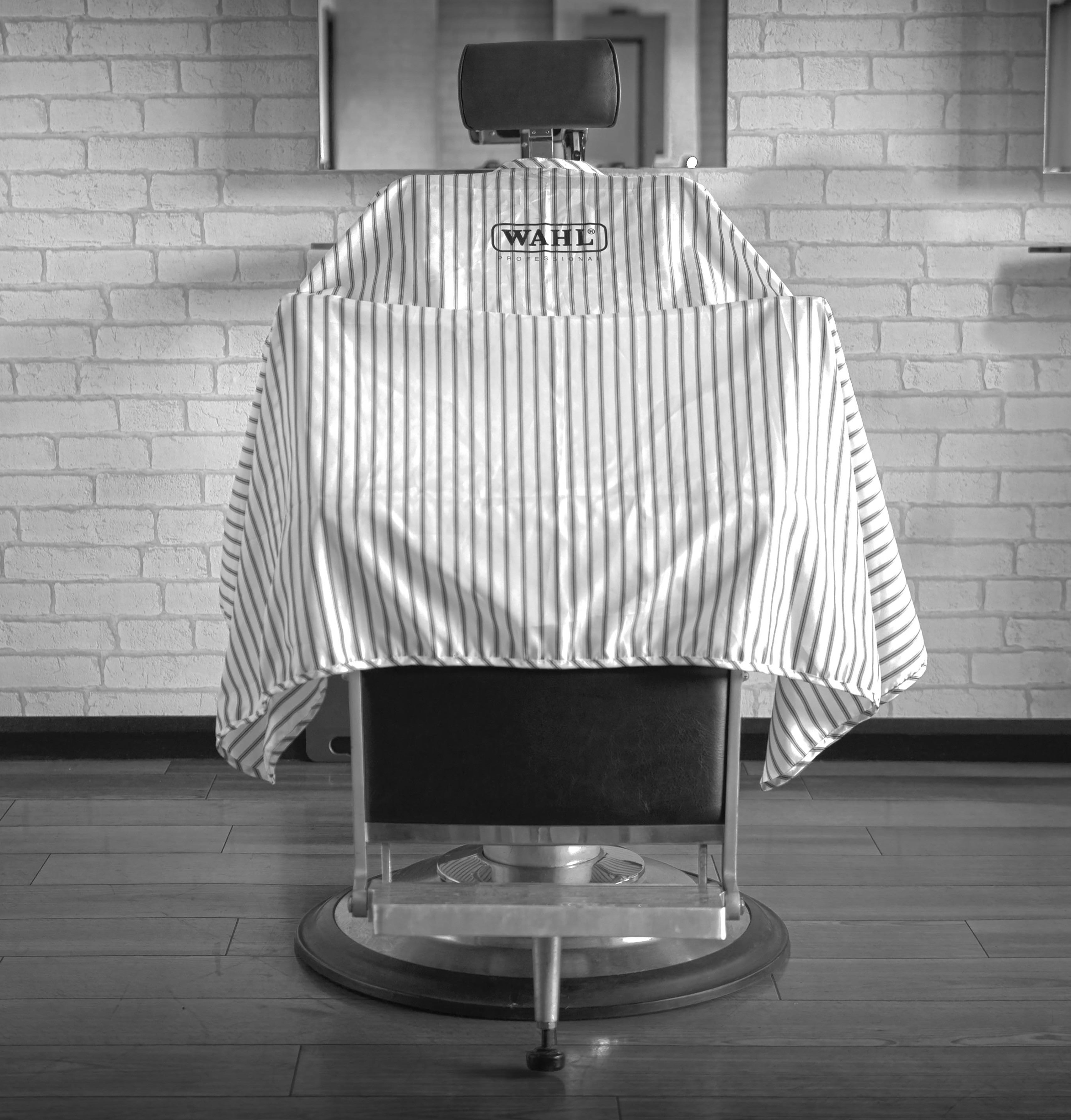 Wahl Professional Barber Cape - Pin Stripe