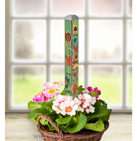 Love Grows Here Mini Art Pole 16 Inch