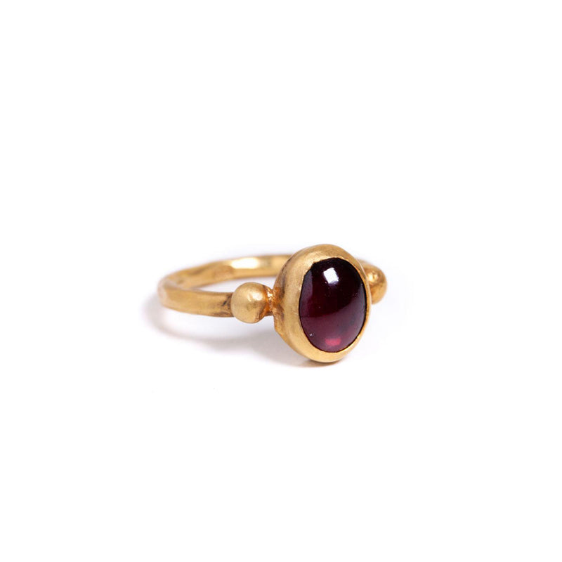 Ring - Antika - Small Stone Garnet