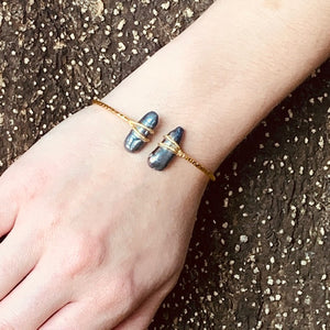 Bracelet - Antika - Two Stone Thin Squeeze Grey Mother of Pearl