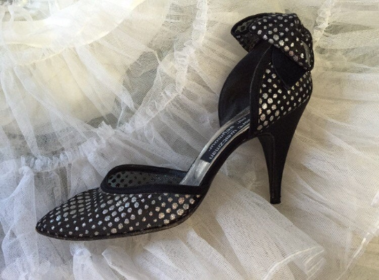 Vintage 1972 Stuart Weitzman Mesh Pumps With back Bow and Sparkle Detail Size 8.5 (narrow)
