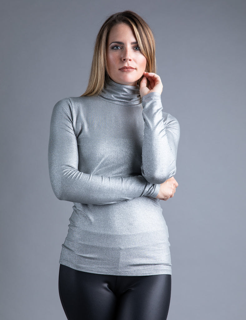 Majestic Metallic Long Sleeve Turtleneck in Metal Gun