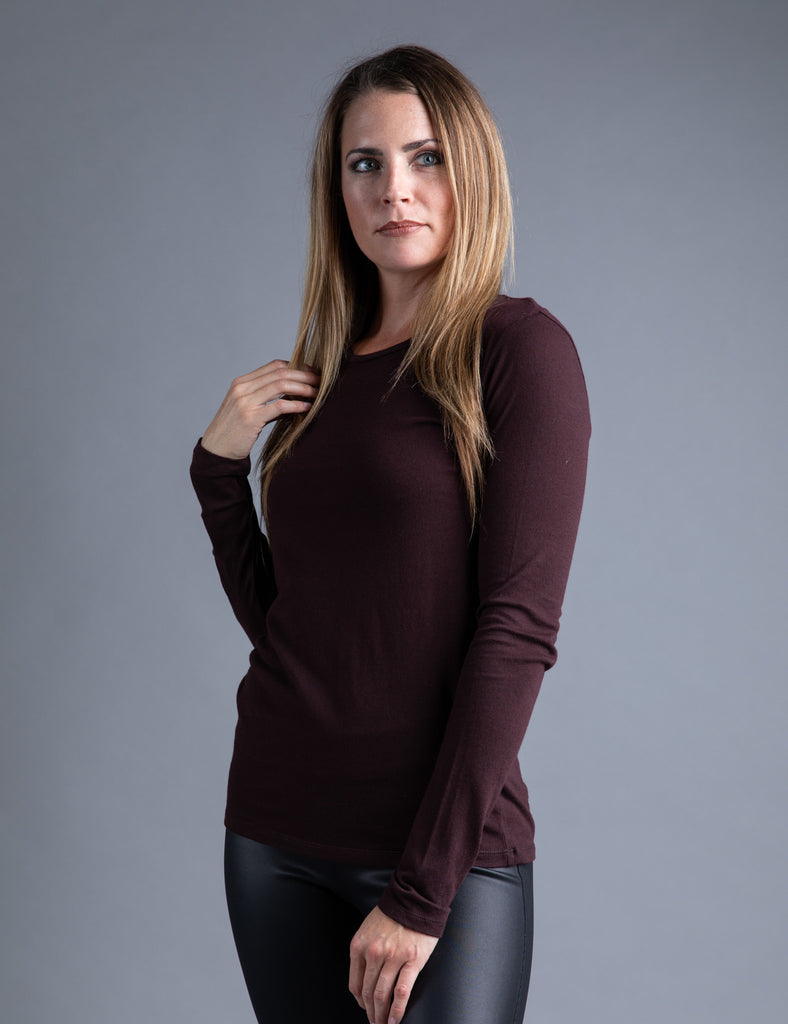 Majestic Long Sleeve Cotton/Cashmere Crewneck Tee in Aubergine