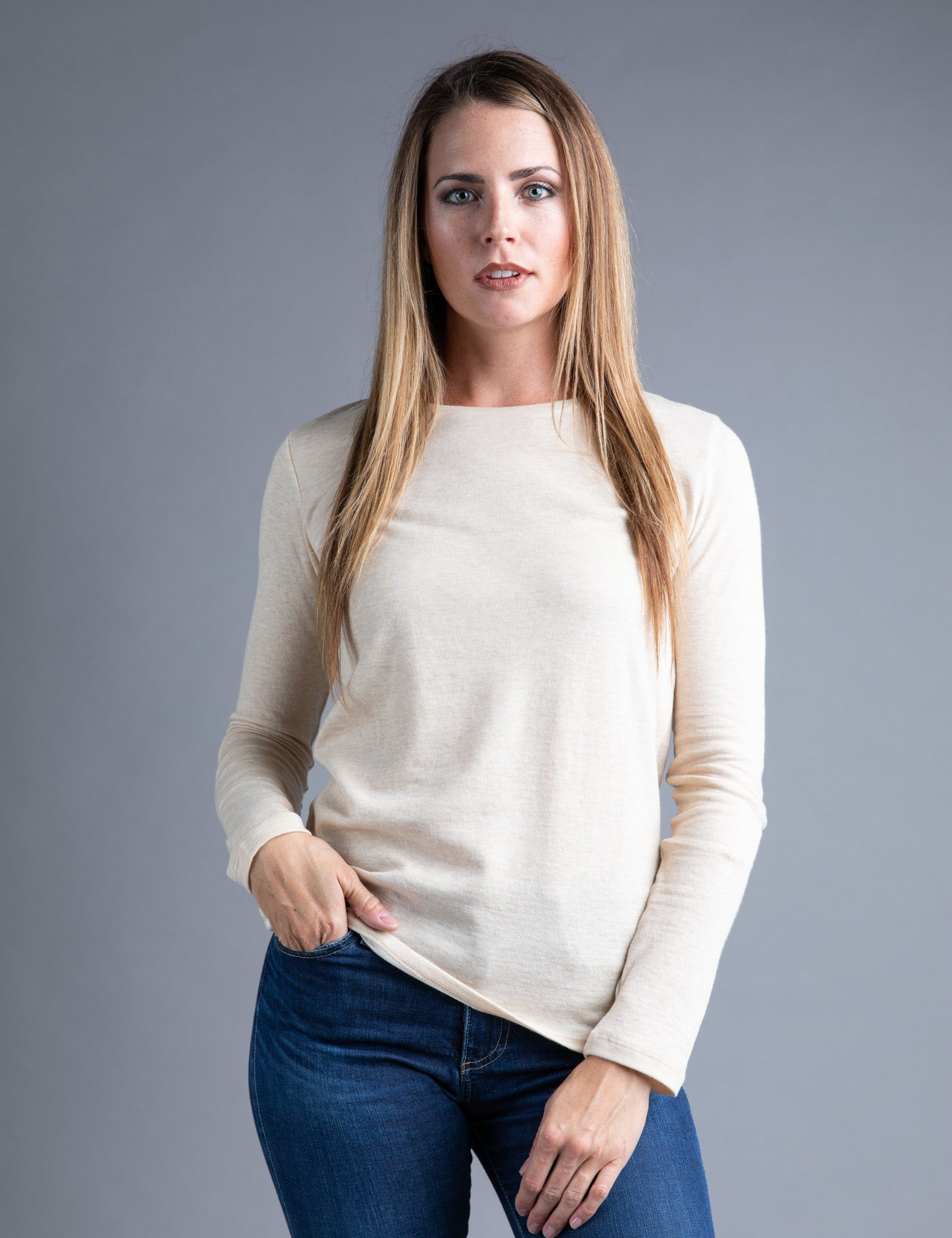 Majestic Long Sleeve Cotton/Cashmere Crewneck Tee in Sand/Ecru