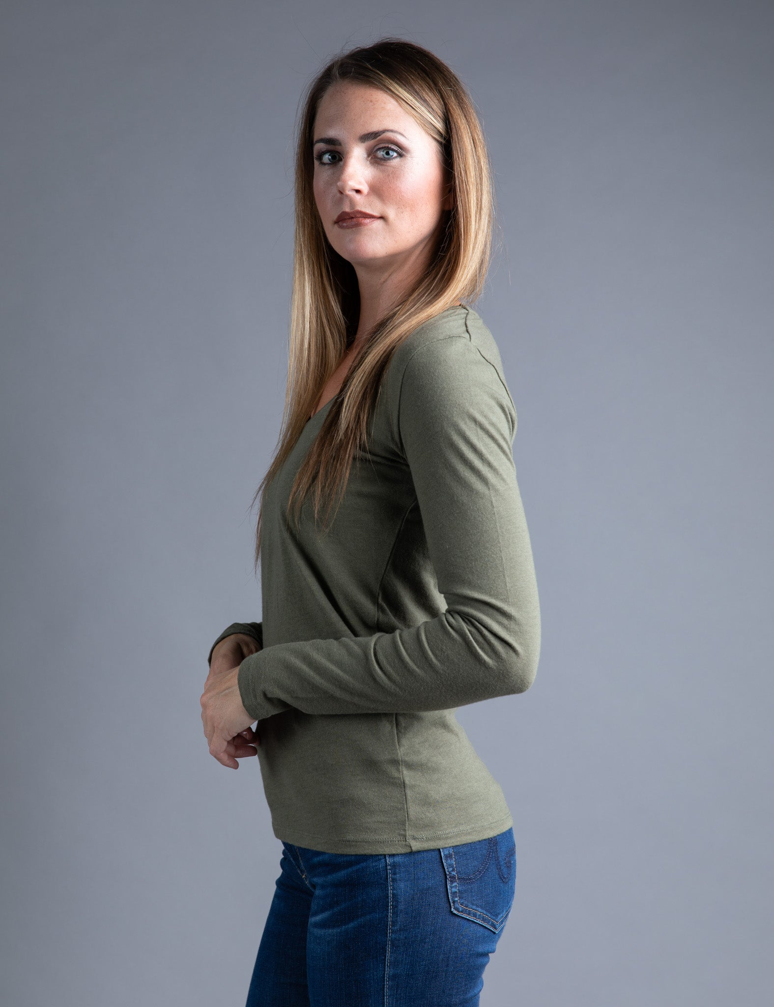 Majestic Long Sleeve Cotton/Cashmere V-Neck Tee in Army