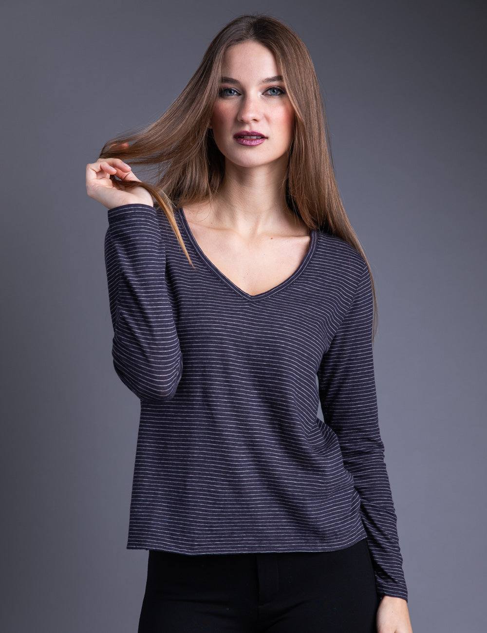 Majestic Long Sleeve Cotton/Cashmere V-Neck in Marine/Milk