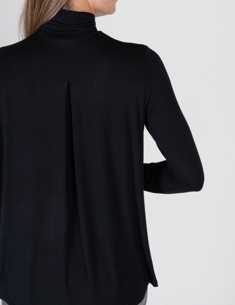 Majestic Long Sleeve Relaxed Turtleneck in Black