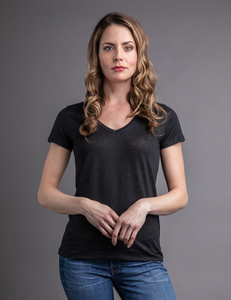 Majestic Linen Short Sleeve V-neck in Noir