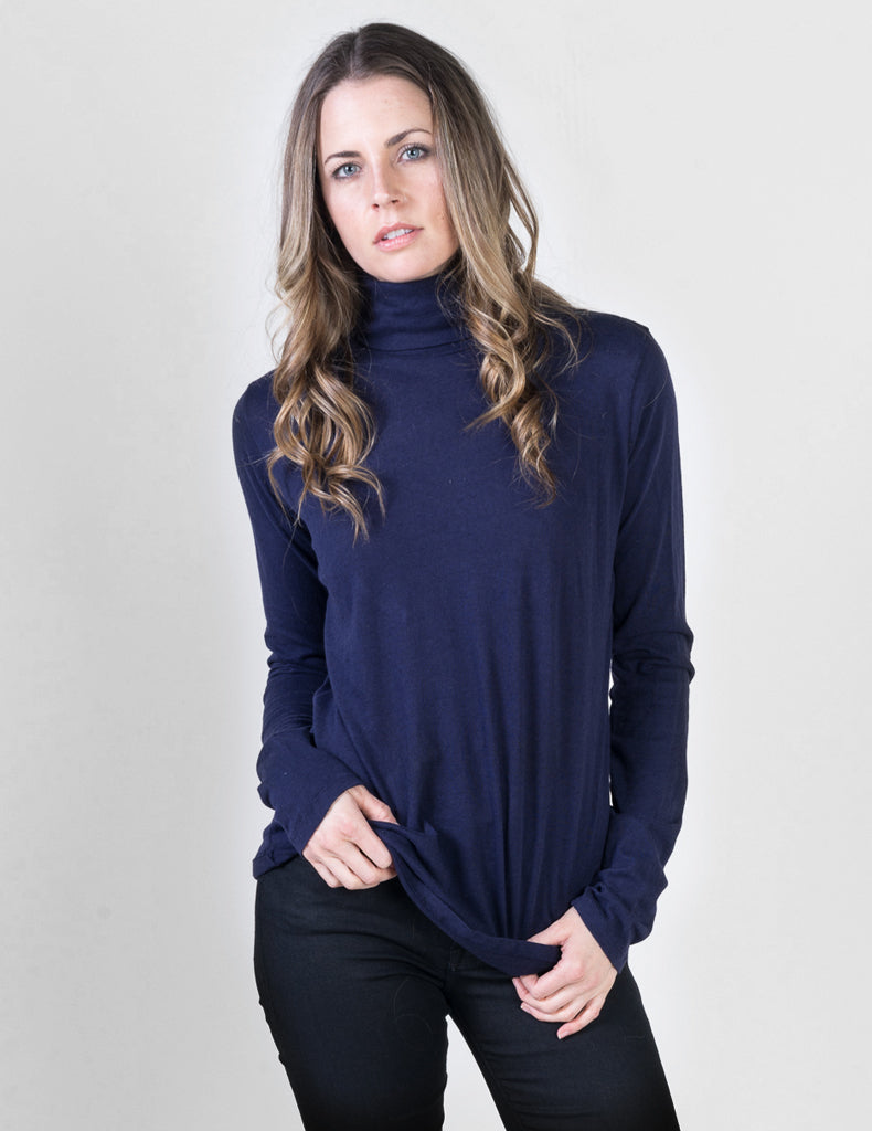 Majestic Long Sleeve Cotton/Cashmere Turtleneck in Navy