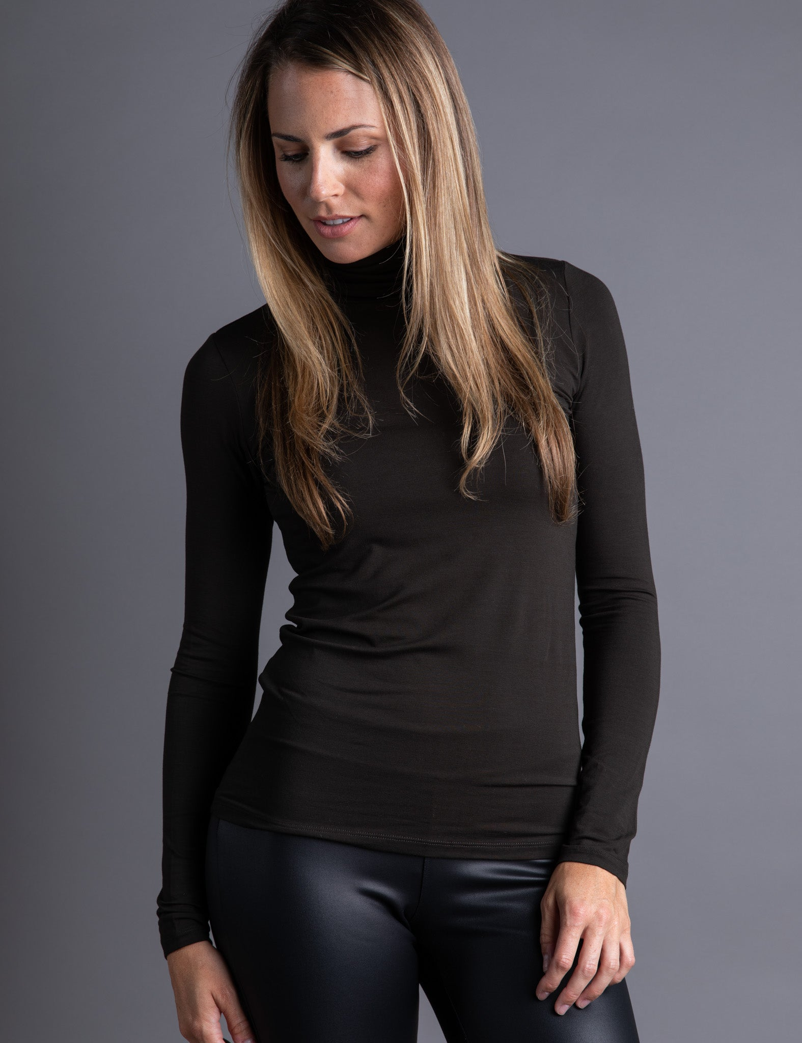 Majestic Long Sleeve Viscose Turtleneck in Chocolate