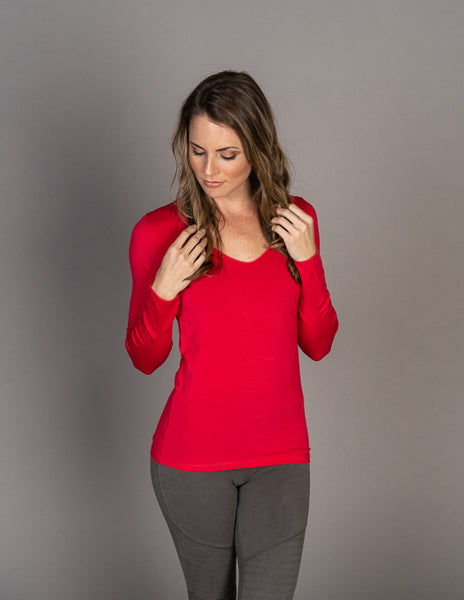Majestic Long Sleeve Marrow Edge V-Neck Tee in Groseille