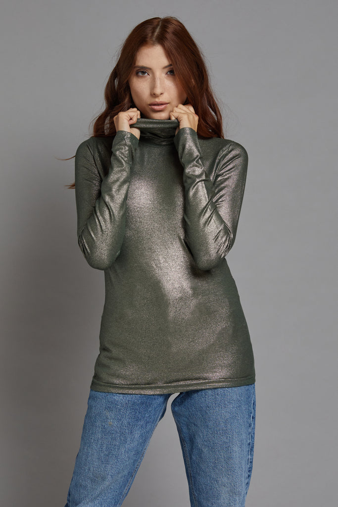 Majestic Metallic Long Sleeve Turtleneck in Metal Scarabe