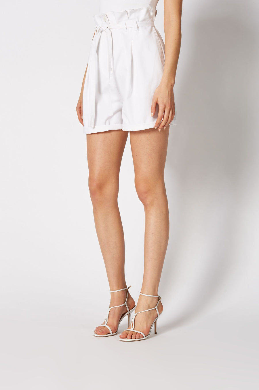 PLEAT FRONT SHORT, HIGH WAISTED PLEATED STYLE, COLOR WHITE