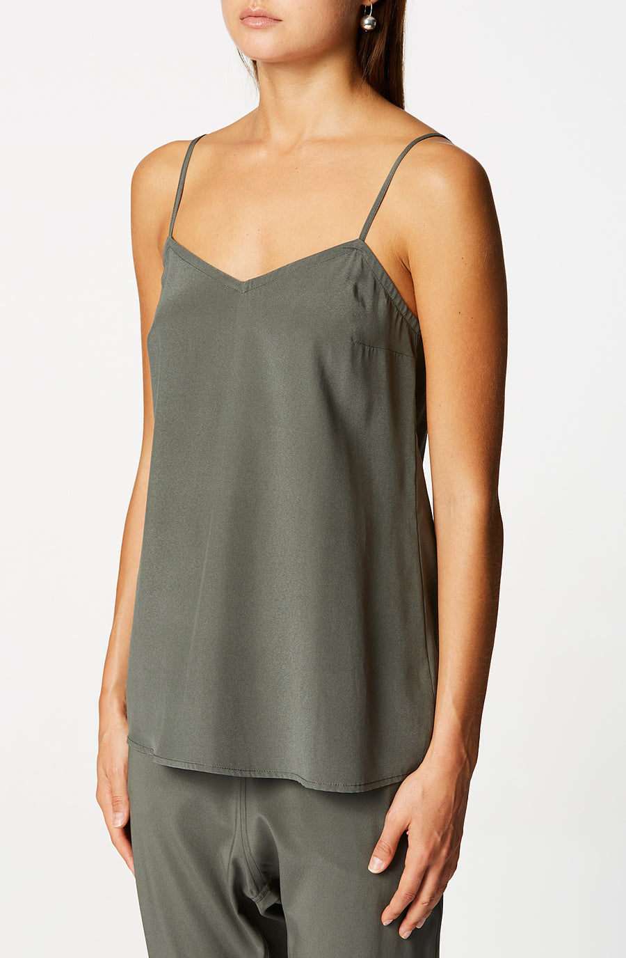 SHOESTRING CAMISOLE, loose fit and features a v-neckline, shoestring shoulder straps, Color Jungle