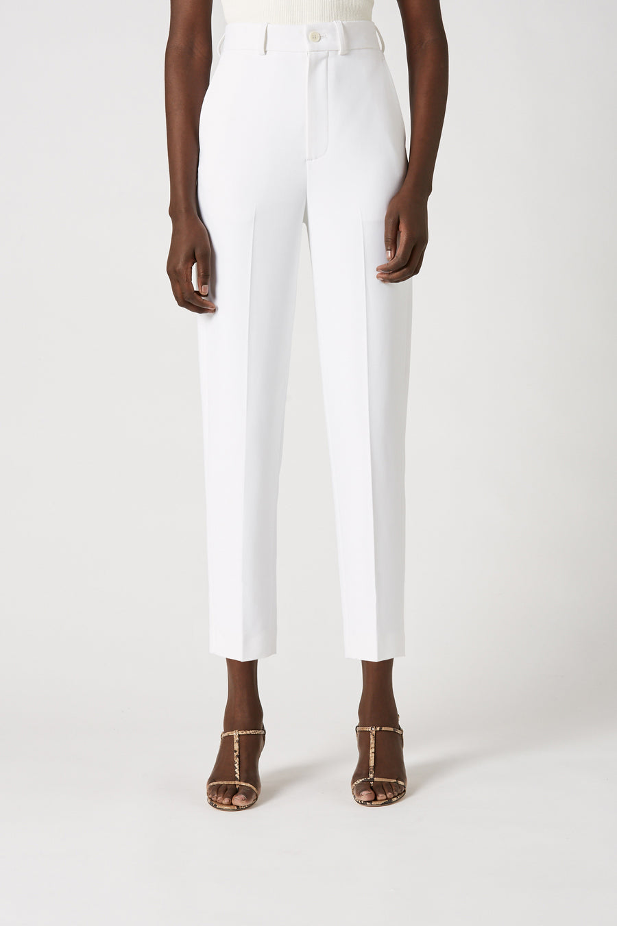 Sitting at a flattering high rise, the pant features a front zip fastening with side pockets and falls to a tapered leg.