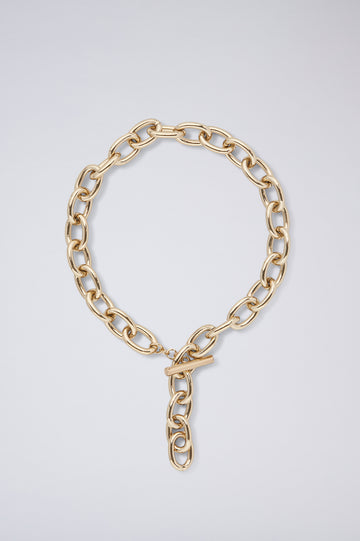 Designed to lay delicately on your décolletage, our Chain Choker features brass hardware with gold link detailing.