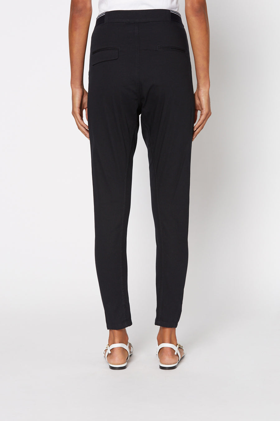 PATCH POCKET LOW RISE TROUSER, slim low rise, falls just above ankle, NAVY color