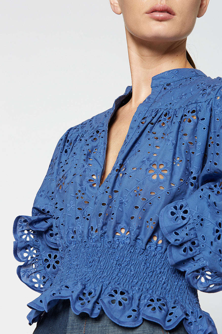 EMBROIDERY RUFFLE TOP BLUE, BLUE color