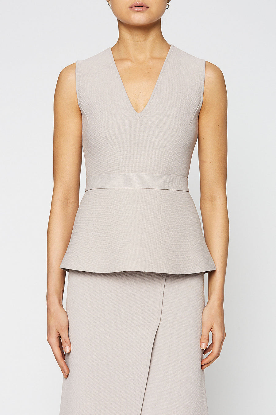 CREPE KNIT V NECK PEPLUM TOP, OYSTER color