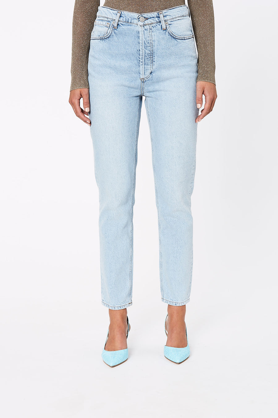 Waist accentuating high-rise jeans, with a light indigo wash, perfect for any daytime outfit