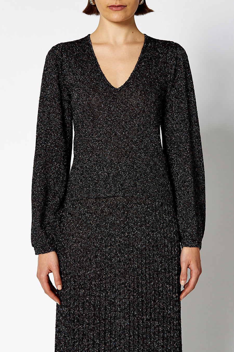 The Calypso Tinsel V Neck Sweater in Black is designed for a regular fit, color black