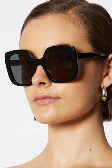 S T SQUARE SUNGLASSES BLACK