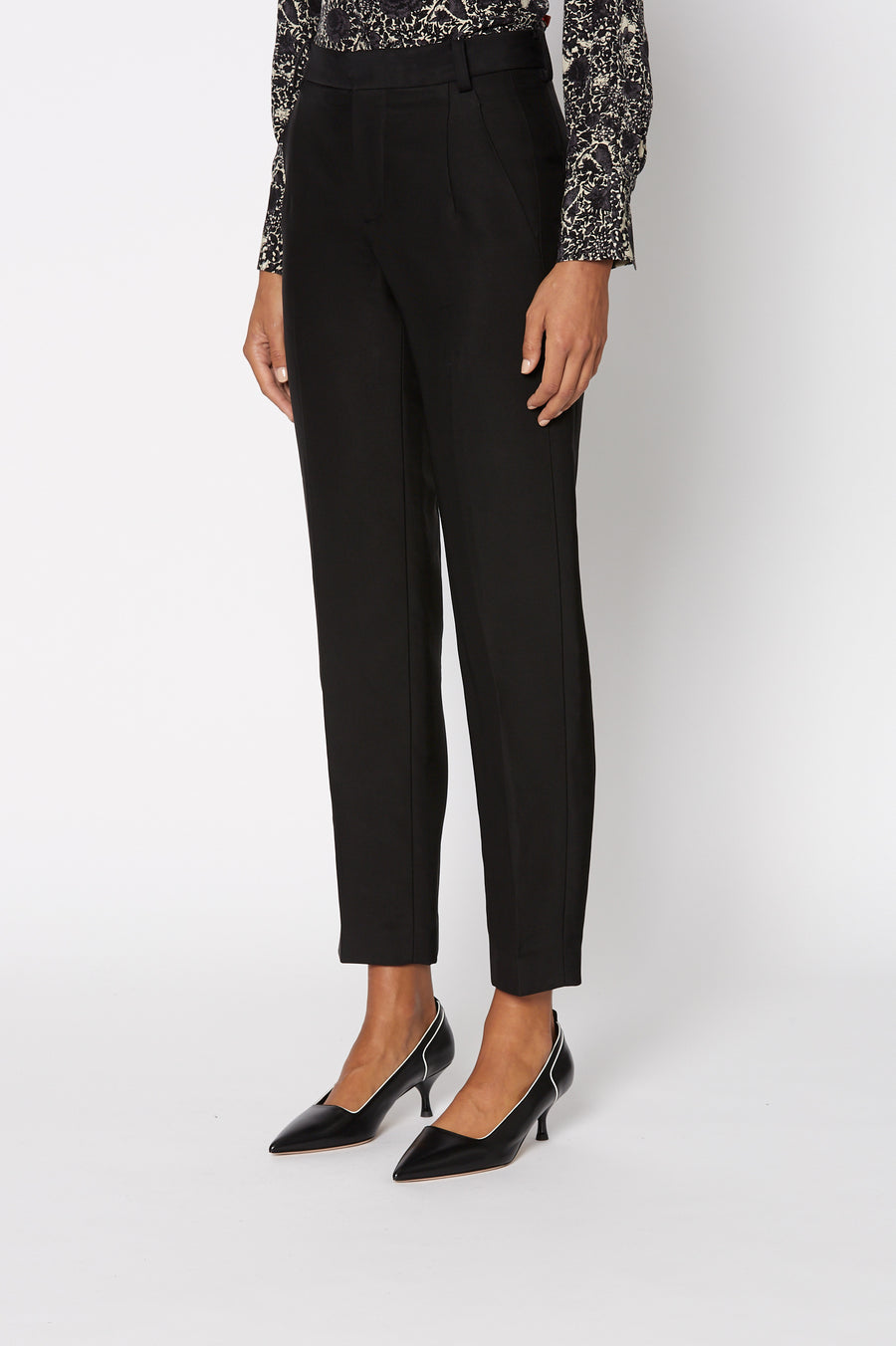 Classic Trouser, tailored high waist, zip and button fastening, belt loops. Color black