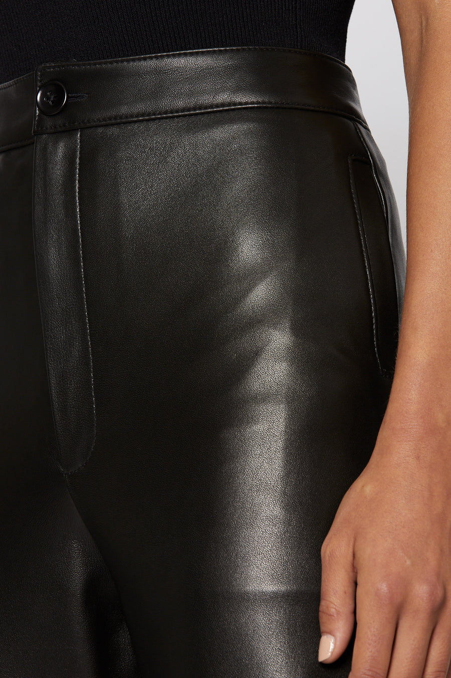 LEATHER TROUSER, 100% leather, falls just above the ankle, mid-rise straight cut, Color Black